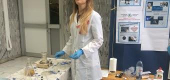 Студенты научили школьников безопасно вскрывать вены
