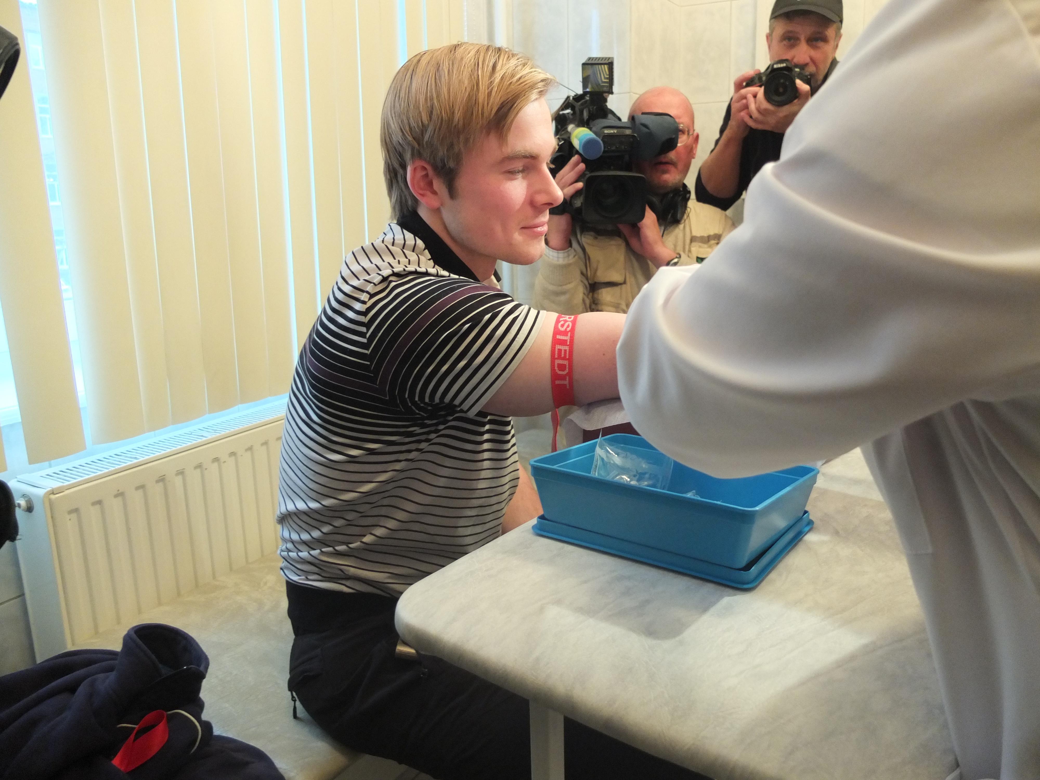 Звезды российского телевидения прошли тестирование на ВИЧ