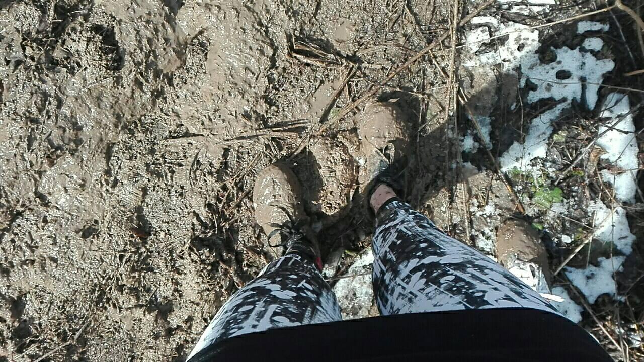 Суют ноги в 3 фотография